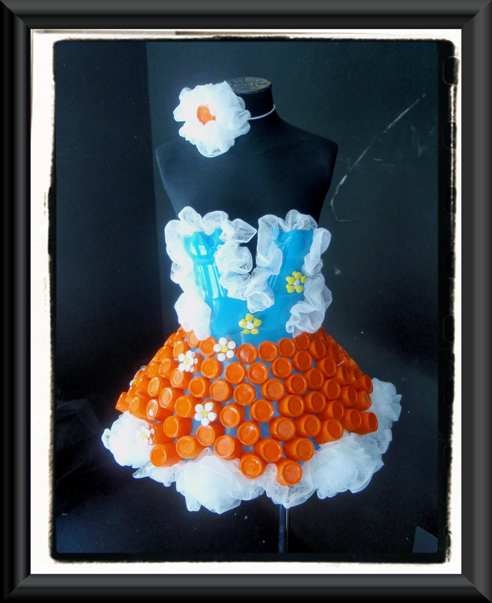 Vestido de reciclaje para una floristería   Floristerías