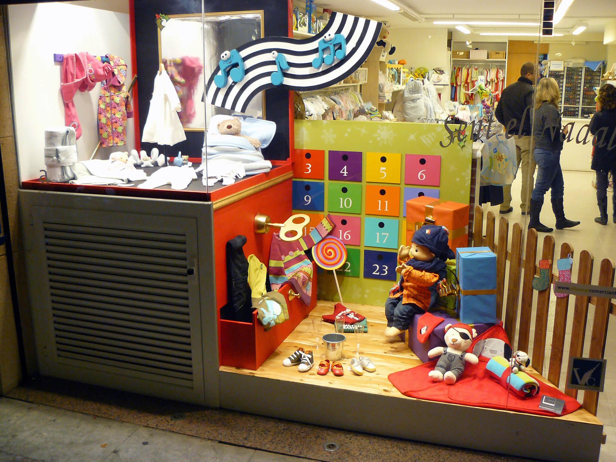 Escaparate moda infantil sent el nadal escaparates de for Decoracion de interiores zapaterias