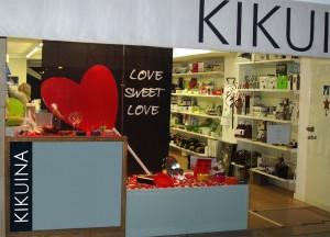 decoración escaparate de San Valentín en tienda de menaje hogar, foto 3