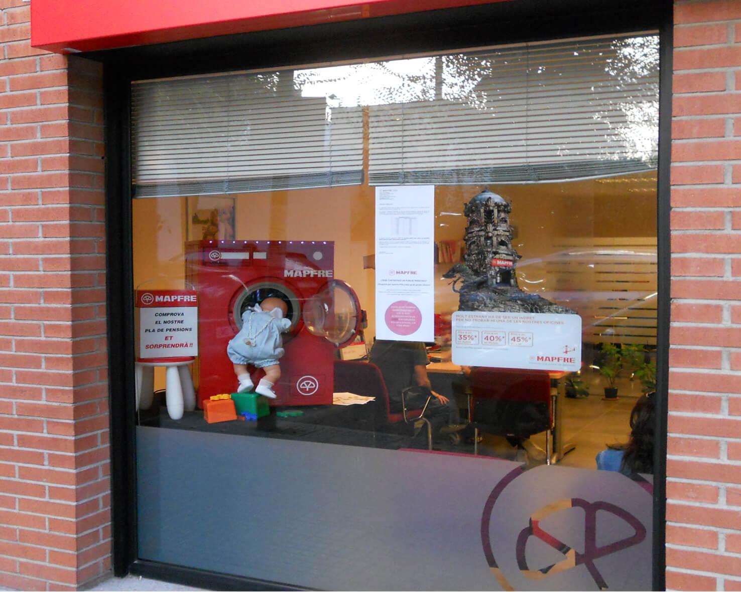 Escaparate promocional mapfre corner publicitario for Oficinas mapfre en valencia