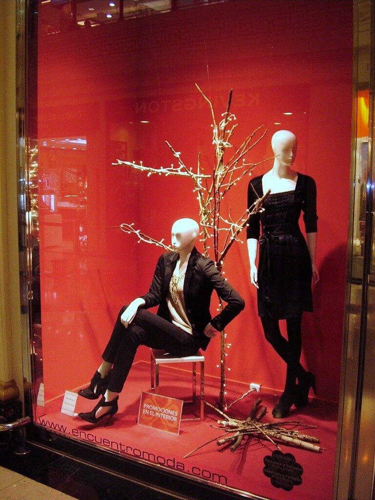 Escaparate de navidad moda encuentro escaparates de navidad - Articulos para decoracion escaparates ...