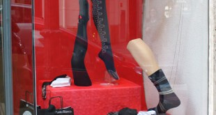 campaña de venta de calcetines en tienda de ropa laboral