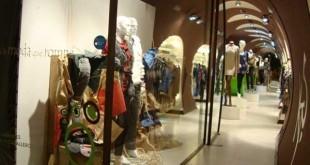 Escaparate de moda en el comercio de moda KTS