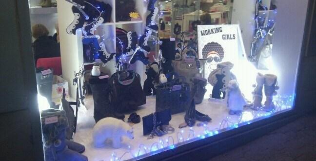 Foto del escaparate de Navidad 2011 en Caja de Plata