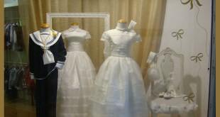 Escaparate de Comunión en la tienda de moda infantil Pequenos, por Imagesc