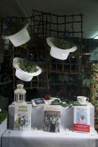trabajo creativo de Miquel Pizarro aparadorisme, primavera en librería, foto 2