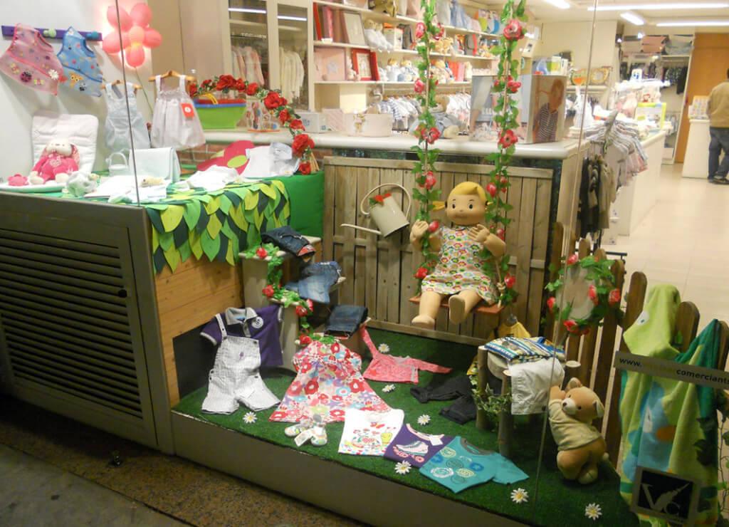 Tiendas Muebles Diseño Barcelona : Moda infantil primaveral babi lÚa escaparates de primavera