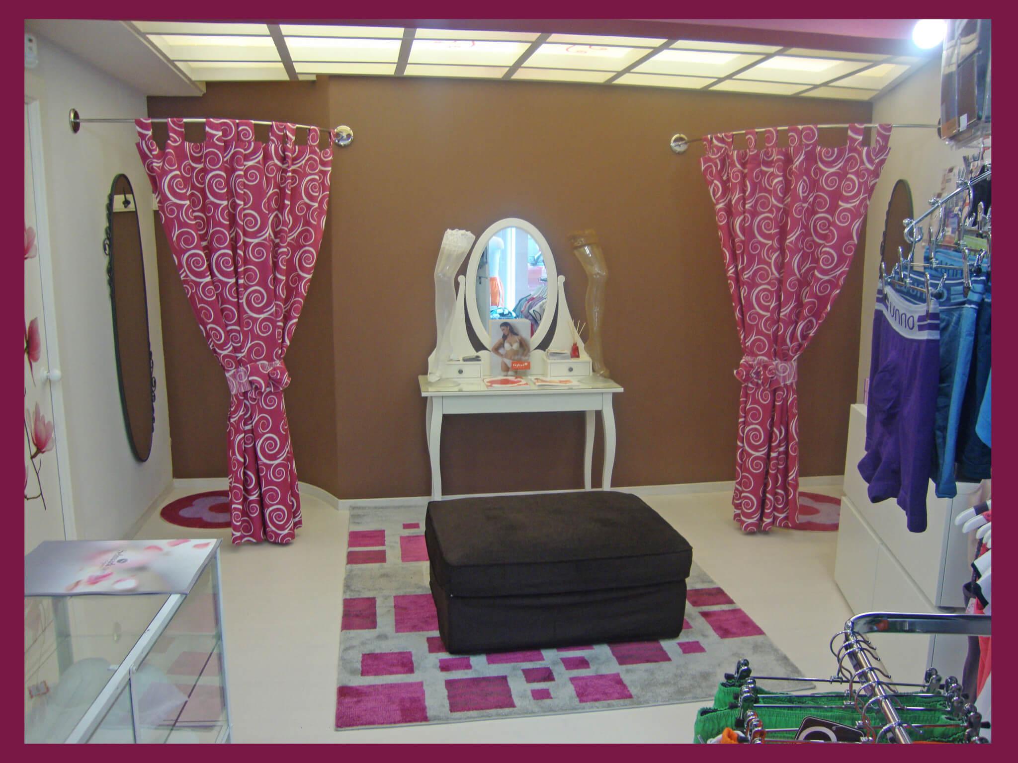 Zona de probadores en lencer a coquette escaparatismo y for Probadores de ropa interior