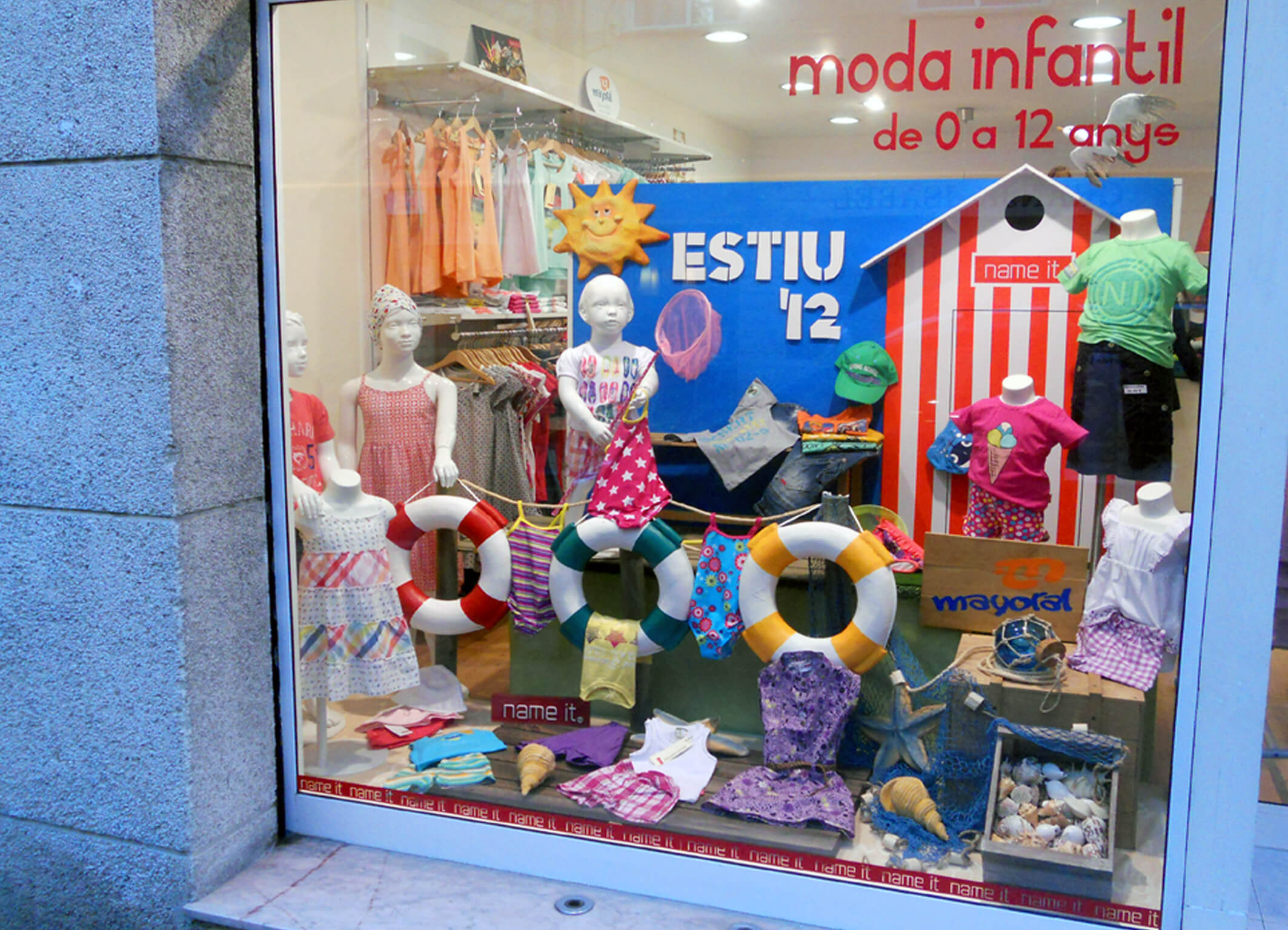Escaparate verano para children escaparates de verano - Articulos para decoracion escaparates ...