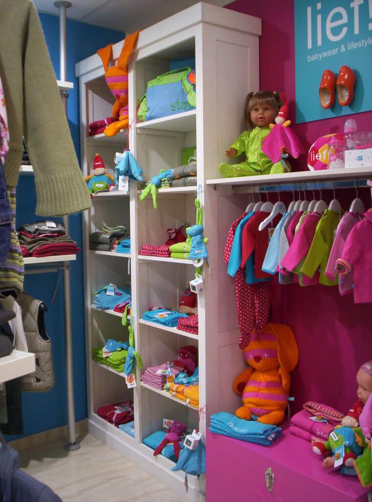 visual merchandising en tienda de moda infantil, por Blk Escaparates, foto 2