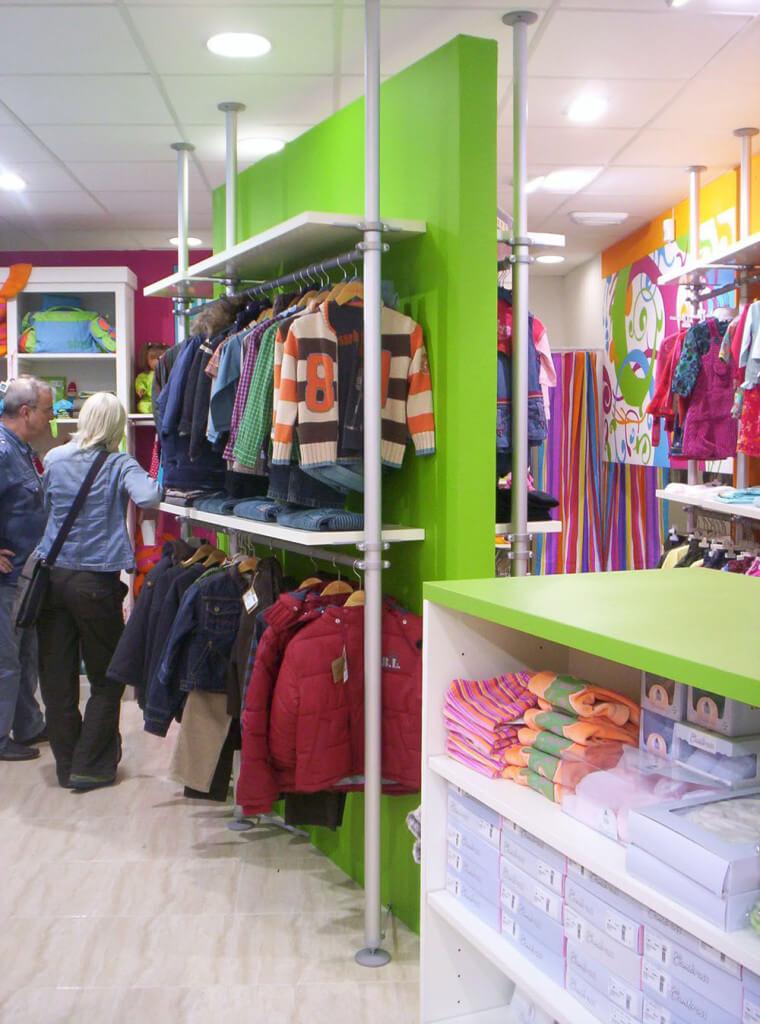 visual merchandising en tienda de moda infantil, por Blk Escaparates, foto 1