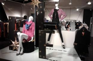 montaje navideño en tienda de ropa y moda