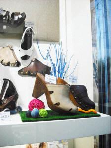 la frescura de la primavera en zapatería, escaparatismo Blk Escaparates, foto 1