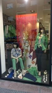 Escaparate de moda primaveral, ropa de mujer, foto 1