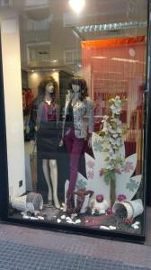 Escaparate de moda primaveral, ropa de mujer, foto 3