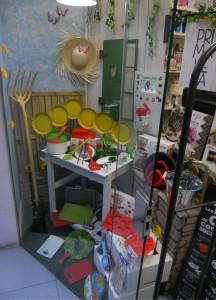 Escaparate de Primavera 2014, girasoles; menaje hogar y repostería, GENERAL 3