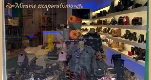 Escaparate de otoño en zapatería infantil por Mírame escaparatismo 4
