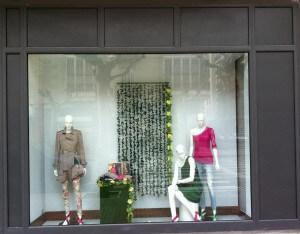 Escaparate de primavera en tienda de moda mujer, foto 2