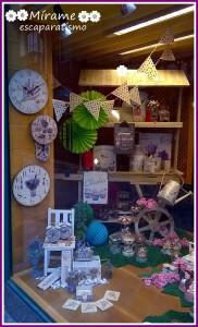 Escaparate en la tienda de regalos Brujerías, primavera 2015, imagen 1