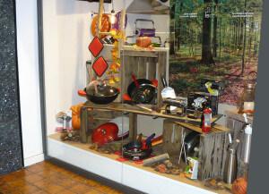 cocina de otoño 2015, escaparate otoñal en la tienda Cuinetes, Barcelona, derecha