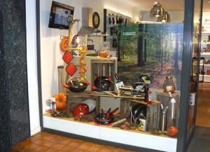 cocina de otoño 2015, escaparate otoñal en la tienda Cuinetes, Barcelona, frontal
