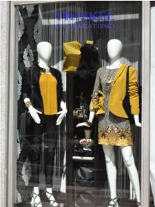 elegancia en escaparate de  ropa y moda