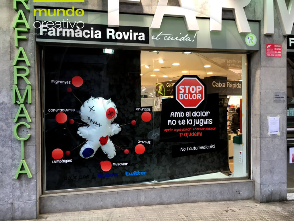 Escaparate campaña Dolor en Farmacia Rovira 1, Barcelona. Mundo Creativo