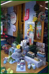 Escaparate de primavera-verano en la tienda de regalos y decoración Brujerias 3