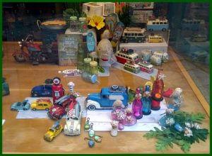 Escaparate de primavera-verano en la tienda de regalos y decoración Brujerias 5