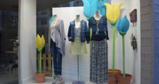 Escaparate de primavera 2016 en la tienda de ropa y moda mujer by Clossét, imagen 3