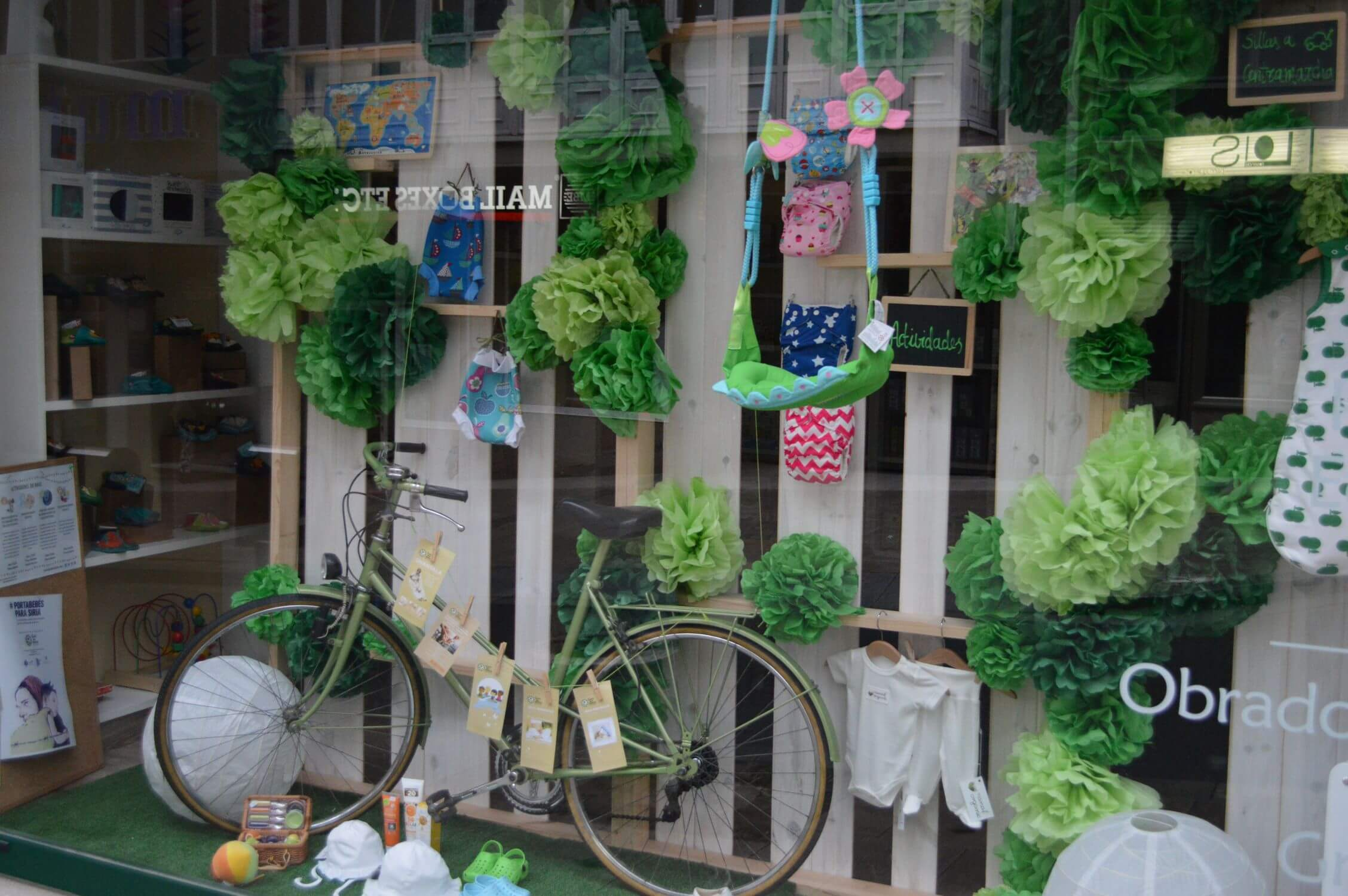 Escaparate verde primavera bicicleta y flores papel de for Decoracion del hogar en primavera