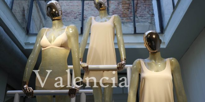 Escaparatistas profesionales para la decoración de escaparates y acciones de visual merchandising en tiendas de Valencia