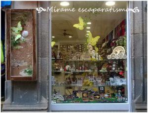 Escaparate souvenirs, regalos y artesanía gallega; Mírame escaparatismo, foto 1