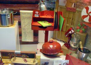 """Escaparate de Navidad """"Magia de la infancia"""" con productos de cocina, menaje y repostería, foto 4"""