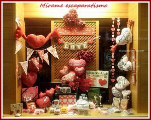 Escaparate San Valentin 2017 en Brujerías, tienda de regalos y decoración en el centro de La Coruña, imagen 1