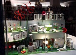 Escaparate Picnic campestre, tienda Cuinetes, Barcelona; escaparatista profesional Miquel Pizarro aparadorisme, imagen 3