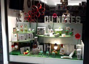 Escaparate Picnic campestre, tienda Cuinetes, Barcelona; escaparatista profesional Miquel Pizarro aparadorisme, imagen 4