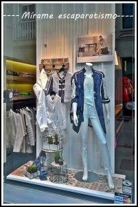 avance de temporada primavera-verano 2017 en el escaparate de Divela, moda multimarca en el centro de Lugo; imagen 2 Mírame escaparatismo