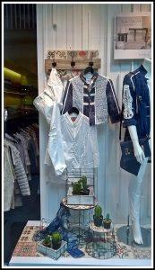 avance de temporada primavera-verano 2017 en el escaparate de Divela, moda multimarca en el centro de Lugo; imagen 3 Mírame escaparatismo