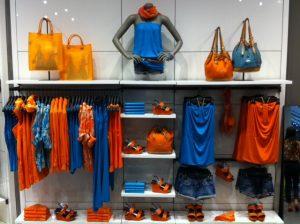 estrategias de visual merchandising, combinación de modelos y colores, foto 2