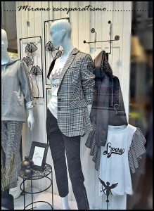 Escaparate moda mujer foto 3, Mírame escaparatismo, Lugo
